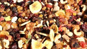 凝縮されるで生より食物繊維が圧倒的に増加 ドライフルーツ