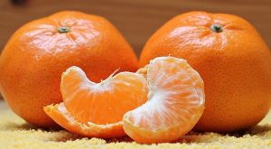 ミカン かわや白いスジも食べる ( 柑橘類 )